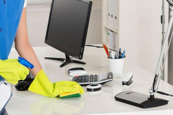 6 Grundlegende Schritte für eine korrekte Büroreinigung